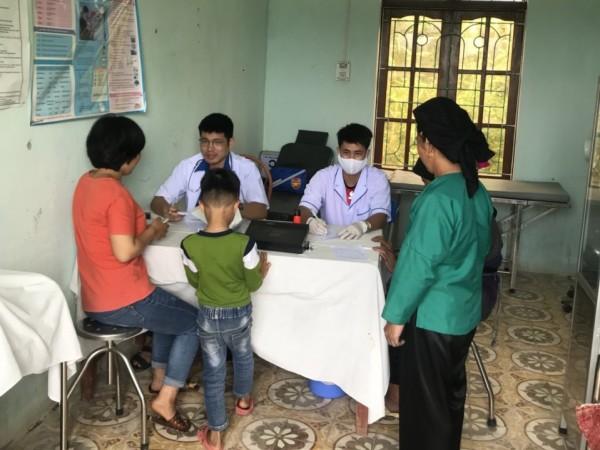 Bệnh viện ĐKKV Hoàng Su Phì tổ chức khám chữa bệnh cấp phát thuốc miễn phí cho nhân dân xã Bản Máy