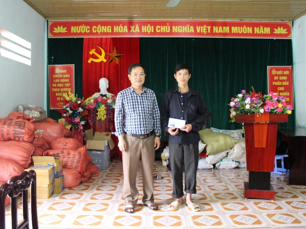 Bệnh viện ĐKKV Hoàng Su Phì quyên góp, hỗ trợ gia đình bị sạt lở đất tại xã bản nhùng